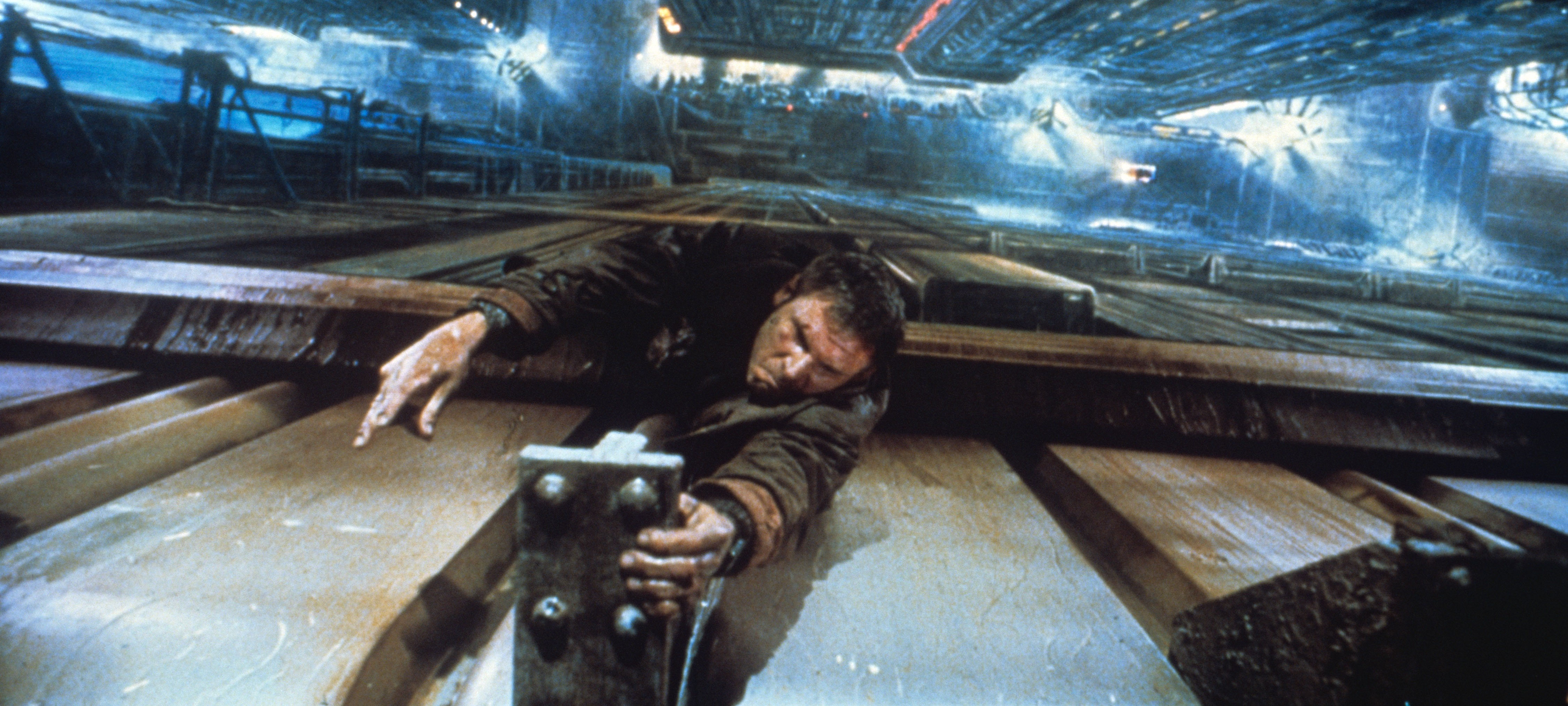 essay on violence in blade runner Similarly within a contemporary context, blade runner explores the universal question of what defines humanity by emphasizing replicants will to live this is seen as an effect of a globalized community where the commodification of humanity has rested in moral and emotional decay.