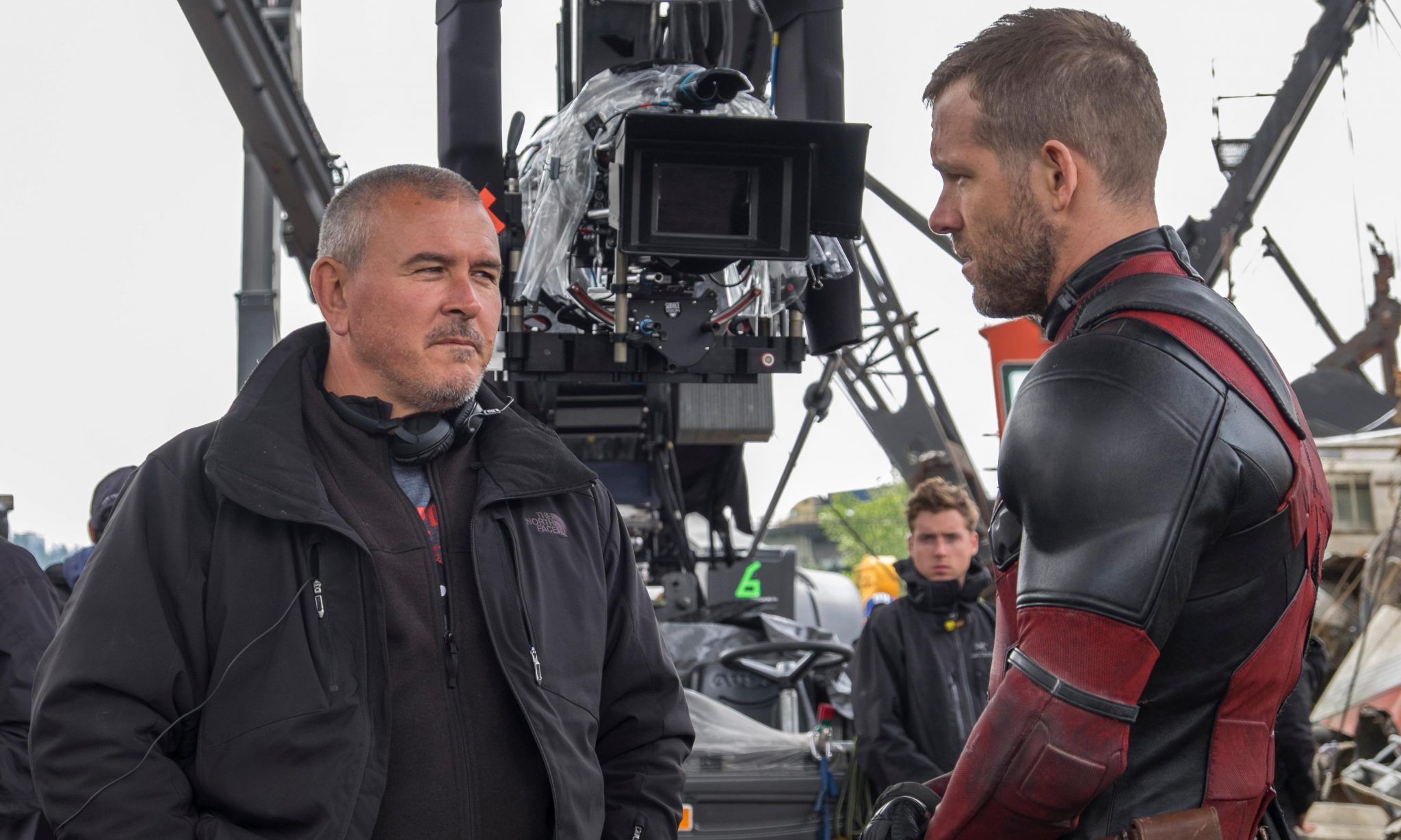 Deadpool-director-Tim-Miller-with-Ryan-Reynolds-on-set