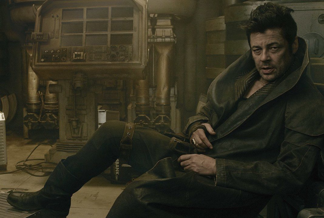 1500287804-star-wars-the-last-jedi-benicio-del-toro-vanity-fair-dj
